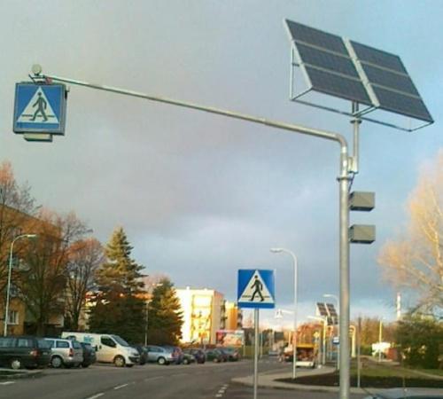 D 6 Znak Drogowy W Kasetonie Z Doświetleniem Przejścia Dla Pieszych Z Zespołem Ogniw Fotowoltaicznych Z Wysięgnikiem Do 65 M
